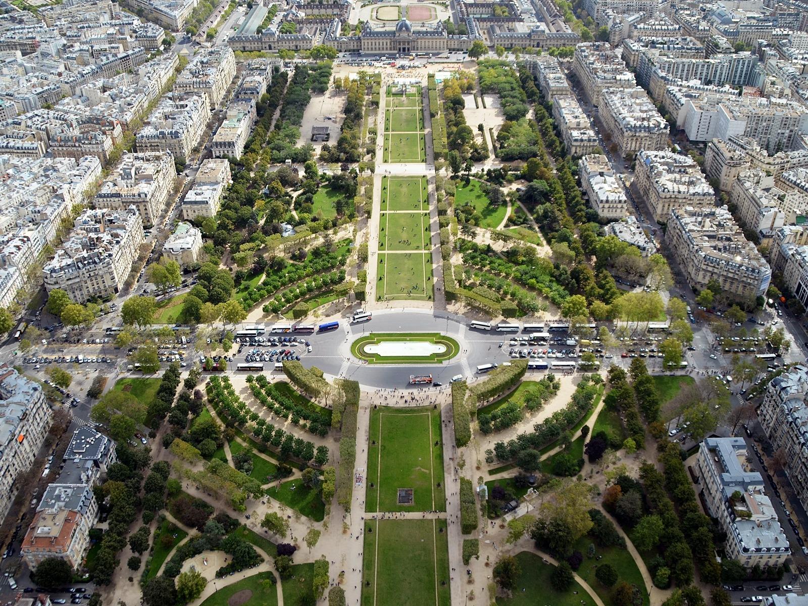 Champs-Elysées, Paris - A View On Cities