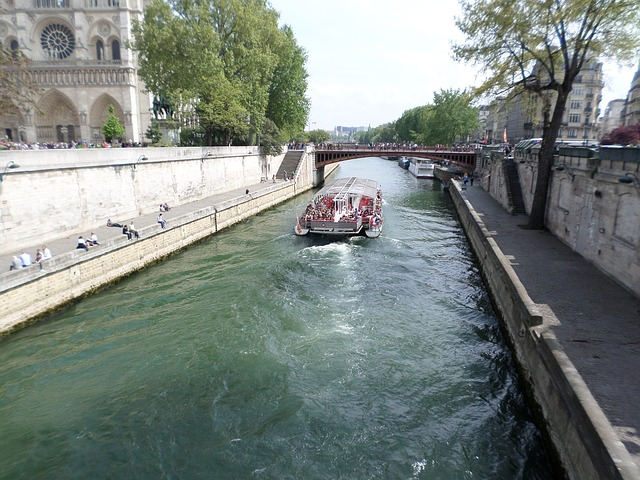 Should You Take A Seine River Cruise?