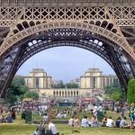 Eiffel Tower crowds